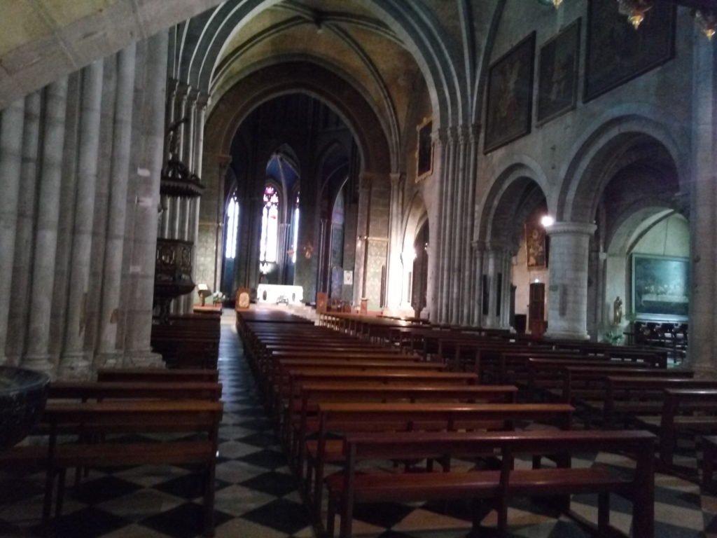 Interior de la catedral. Oloron-Sainte-Marie