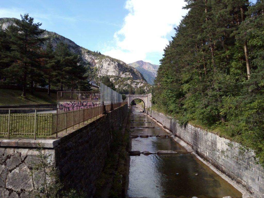 Río Aragón a su paso por Canfranc-Estación
