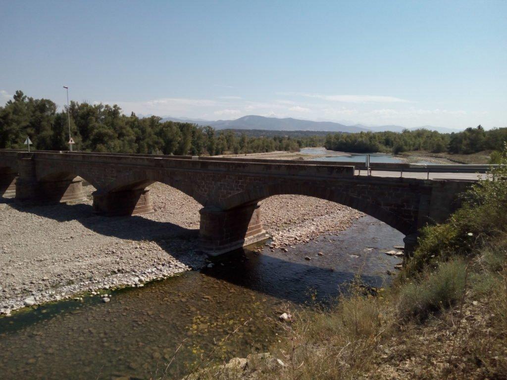 Puente sobre el río Aragón