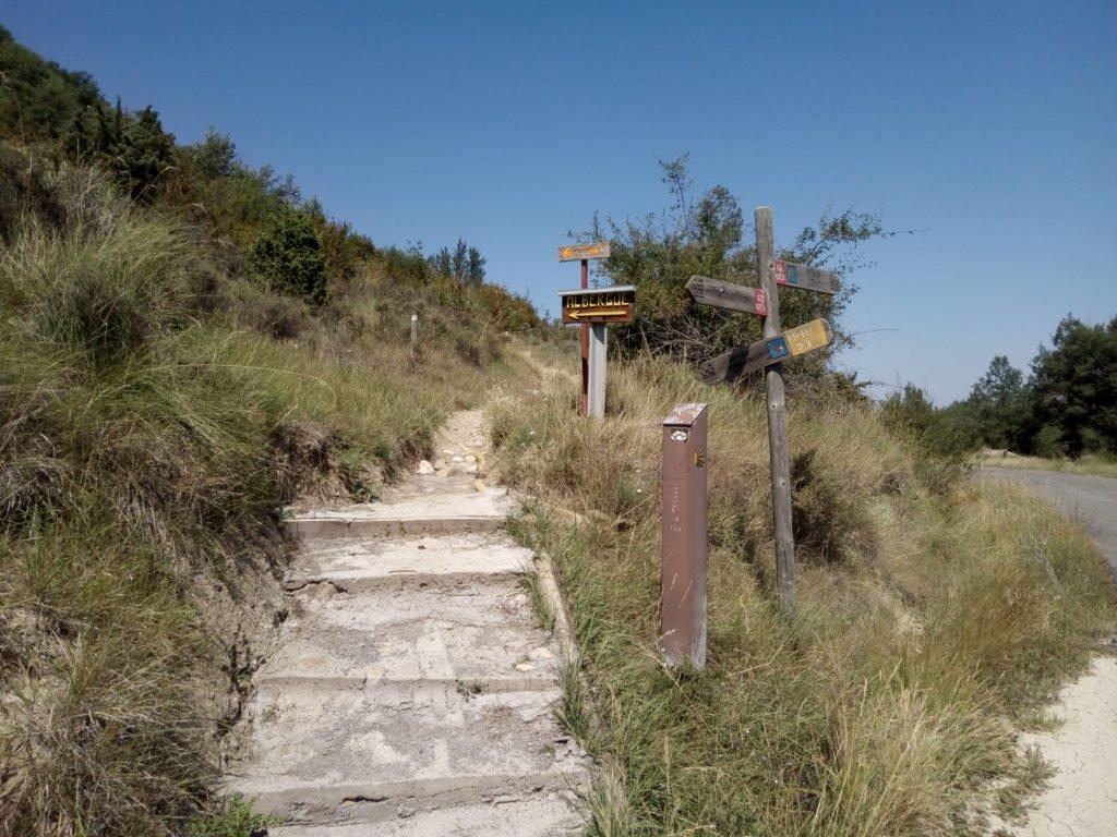 Camino de entrada a Arrés