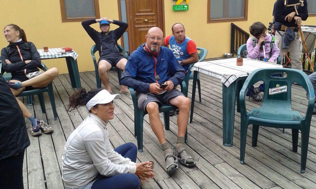 En el albergue Papasol de Atapuerca esperando la hora de apertura