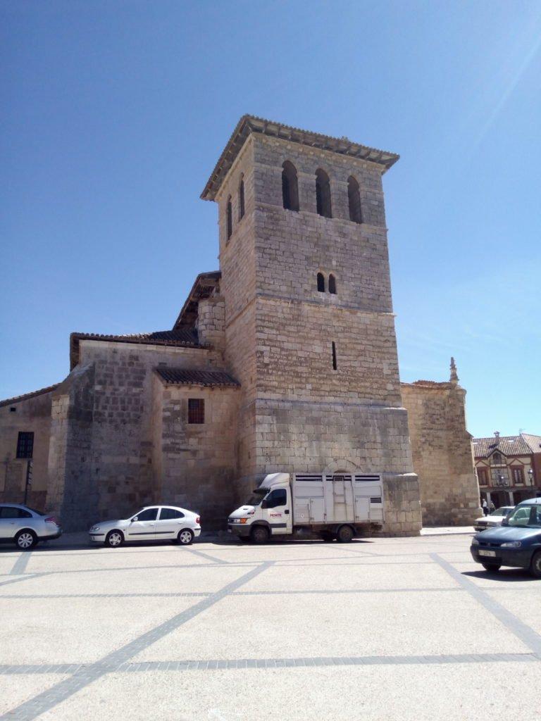 Otra vista de la iglesia de SanPedro. Frómista