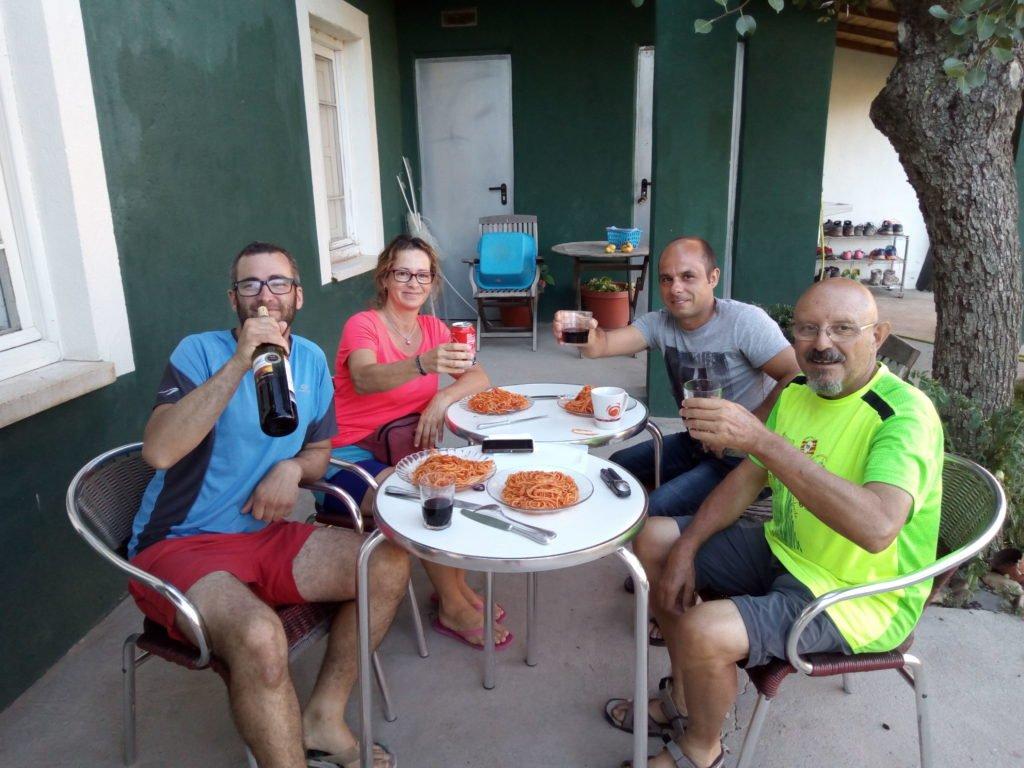 Adrián, Laura, Jesús. los espaguetis y el cocinero