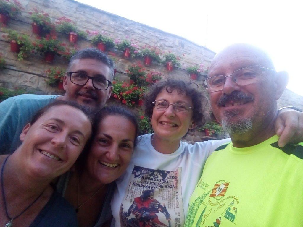 Marisa, Jhon, Cristina, Ainhoa y uno que pasaba por allí. Torres del Río