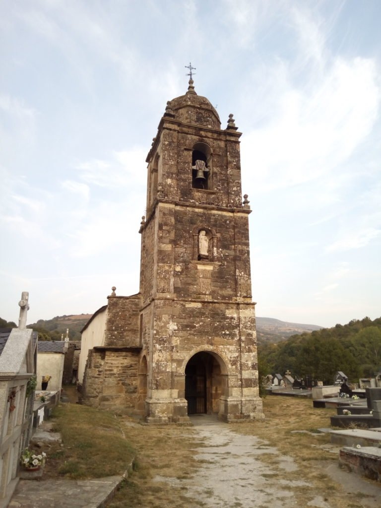 Triacastela. Iglesia de Santiago