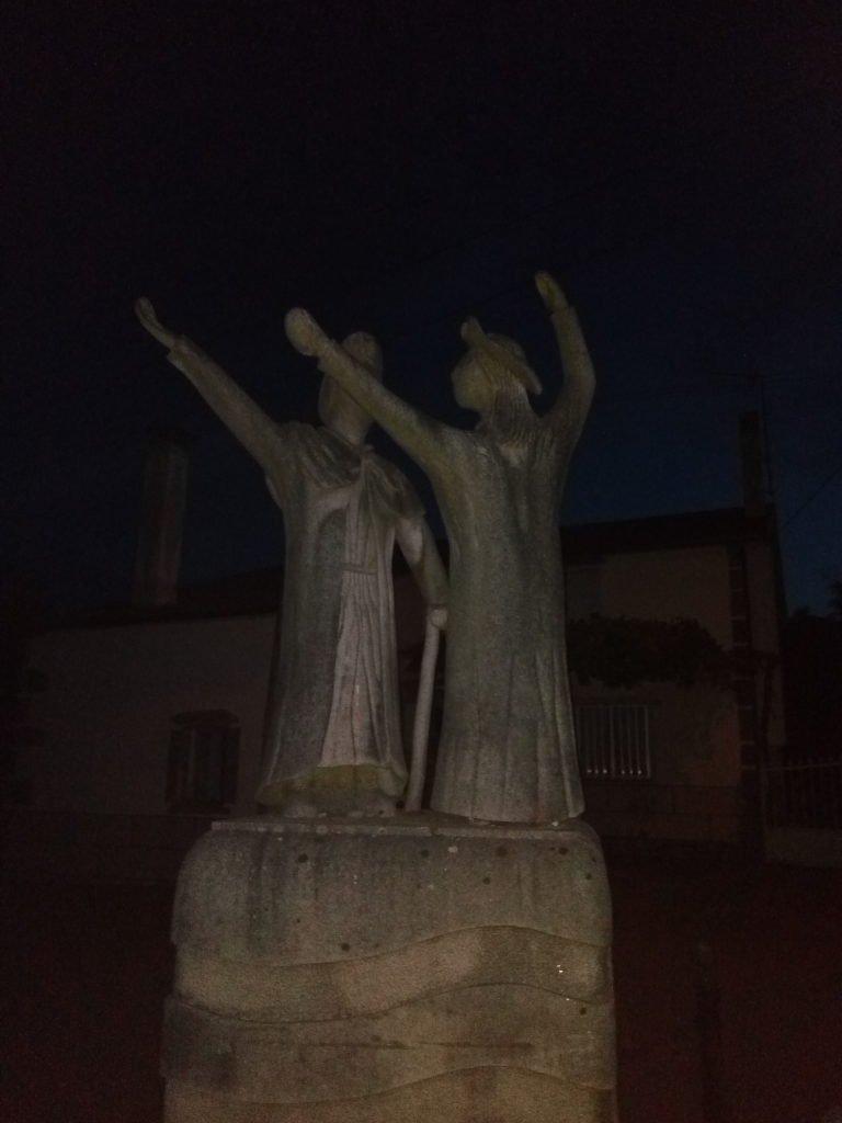 Escultura peregrinos en Palas de Rei