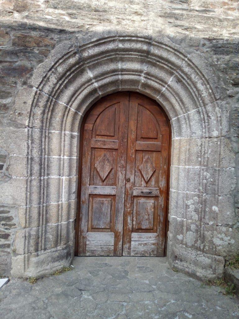 Bonita puerta en algún lugar de Arzúa