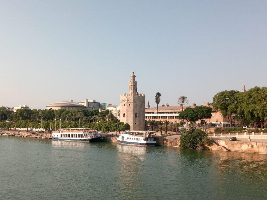 Guadalquivir y Torre del Oro. Sevilla