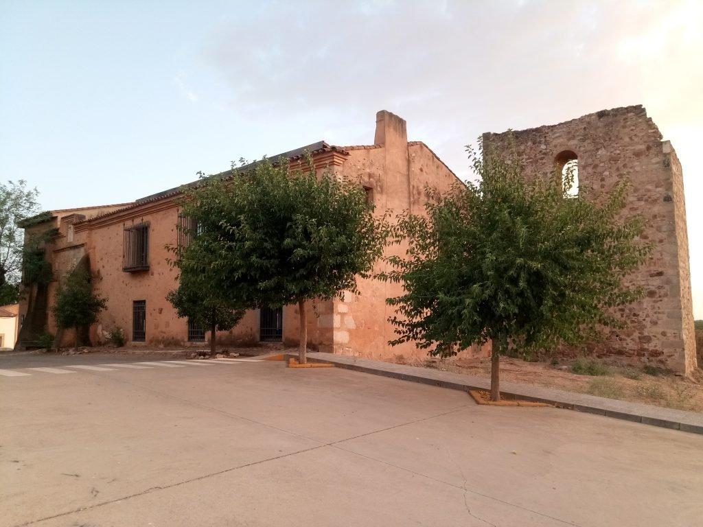 Torreón y antiguo albergue de Torremejía