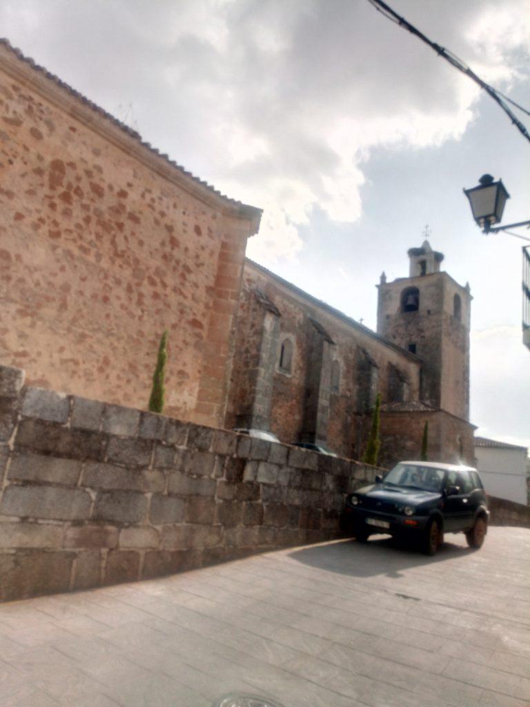 Iglesia de Alcuéscar