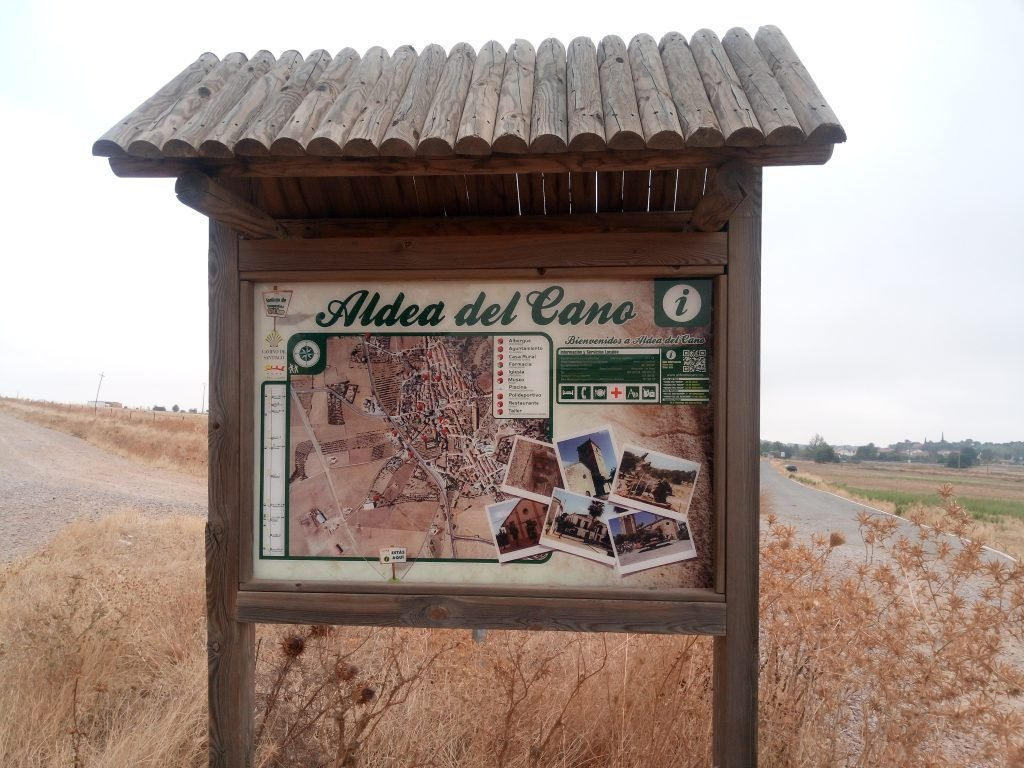 Entrada a Aldea del Cano