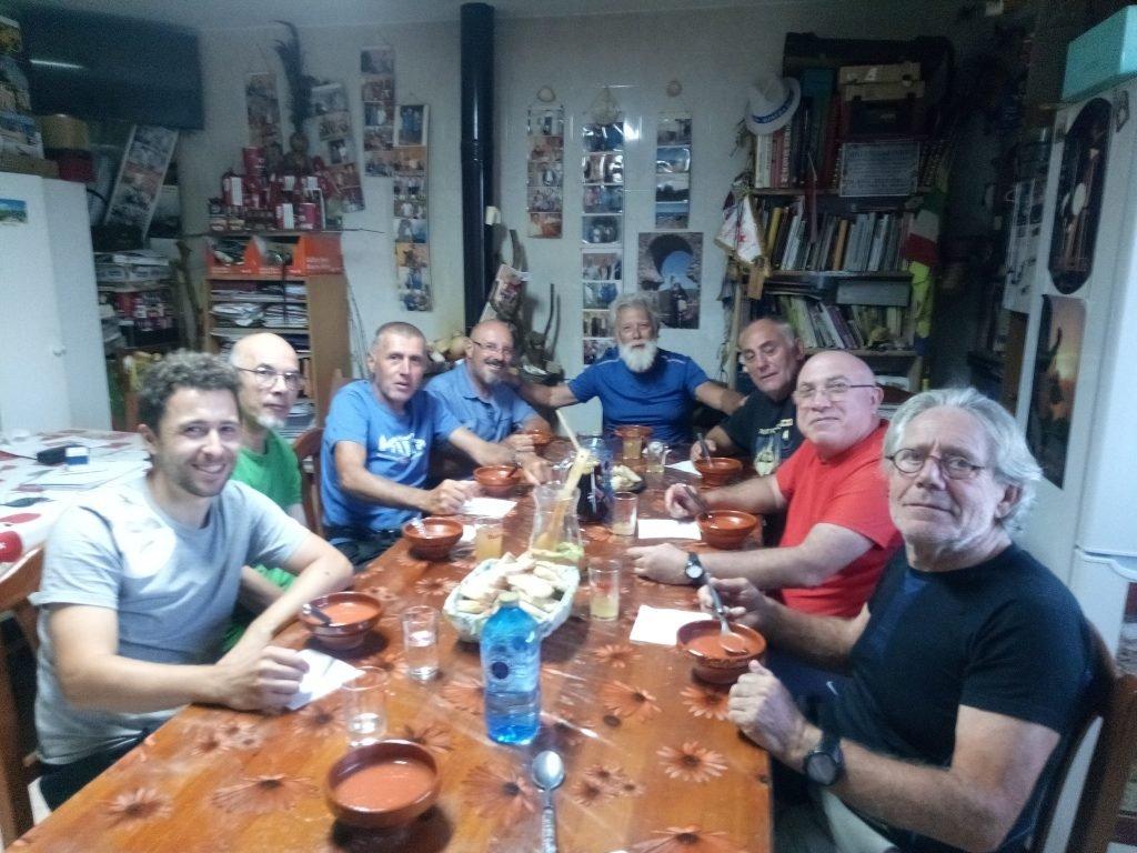 Cena comunitaria en Tábara