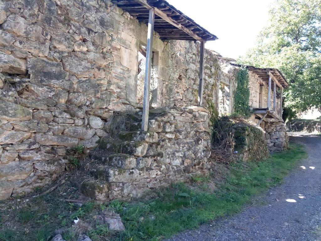 Casas abandonadas en Lubián