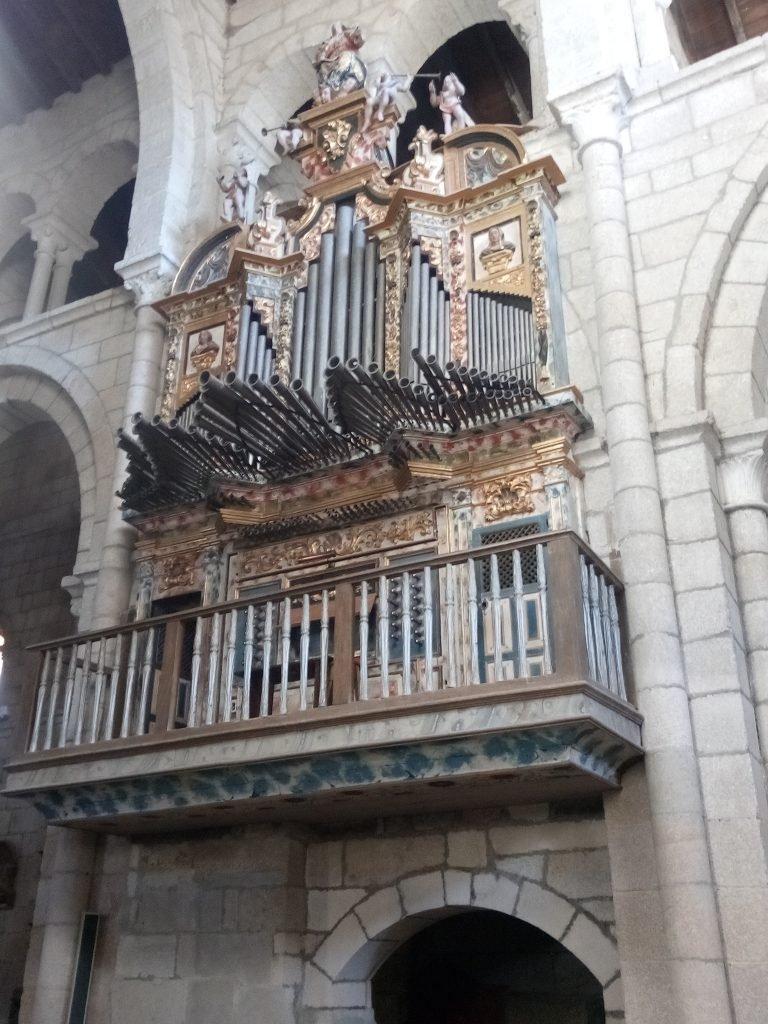 Organo de la Colegiata de Santa María en Xunquera de Ambía