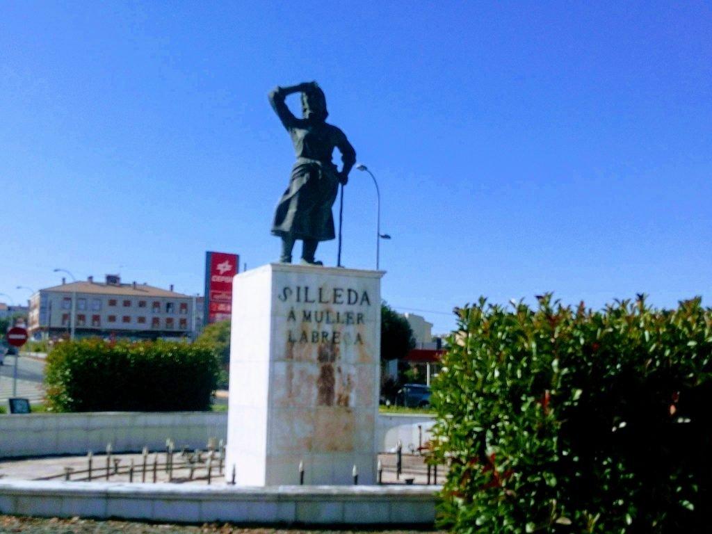 Monumento a la mujer labriega. Silleda