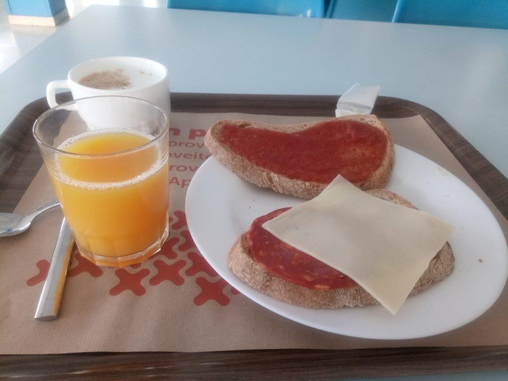Desayuno del Albergue Antoni Batlle