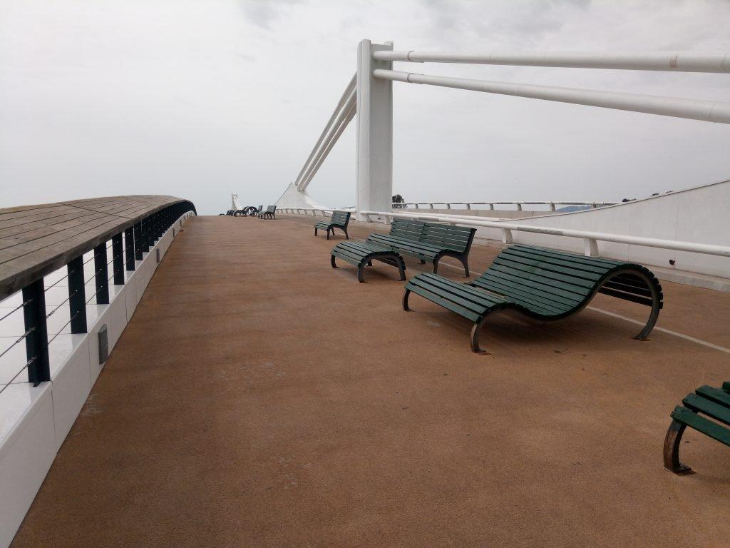 Bancos, en el puente para ver amanecer.