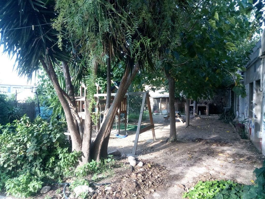 El jardín del albergue Assut. Xerta