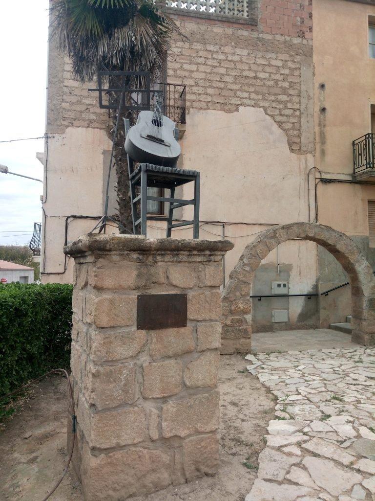 Monumento a Labordeta en Fabara