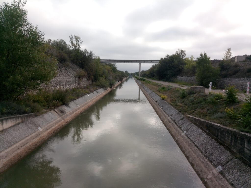 Canal de Lodosa. Riega tres Comunidades Autónomas: Navarra, La Rioja y Aragón (Zaragoza).