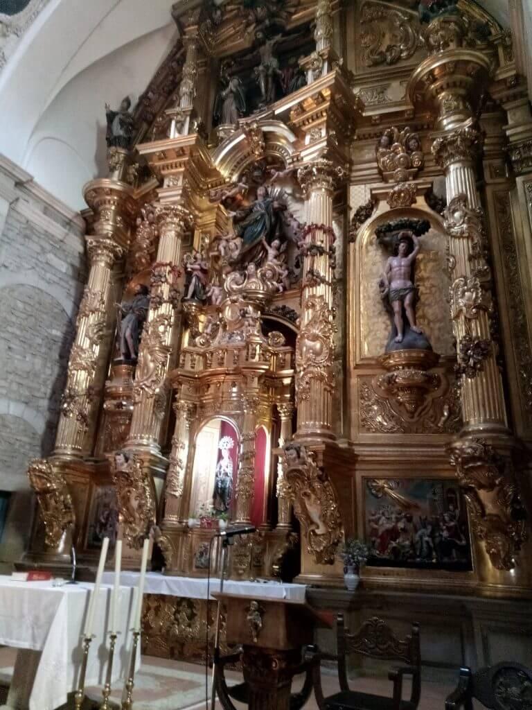 Altar mayor de la Iglesia de la Asunción, en Alcanadre.
