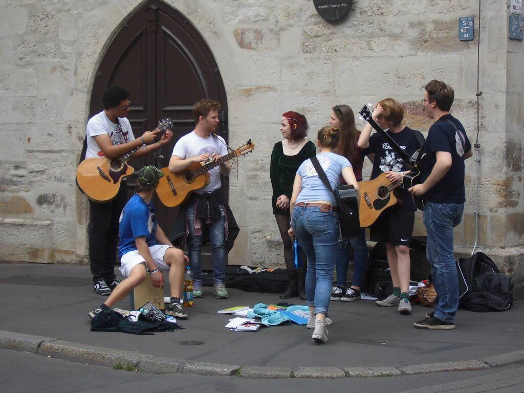 Un grupo de jóvenes evangelistas